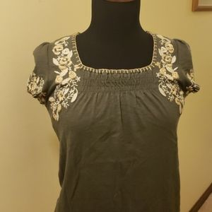 Emboirdered shirt sleeved peasant style